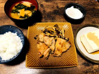 ご飯がすすむ!鶏もも肉ときのこの生姜炒め
